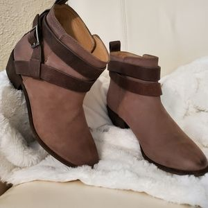 """Rugged leather booties by """"Splendid,"""" sz 7"""